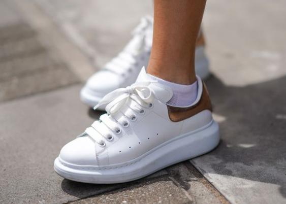Want Alexander McQueen shoes – Replica